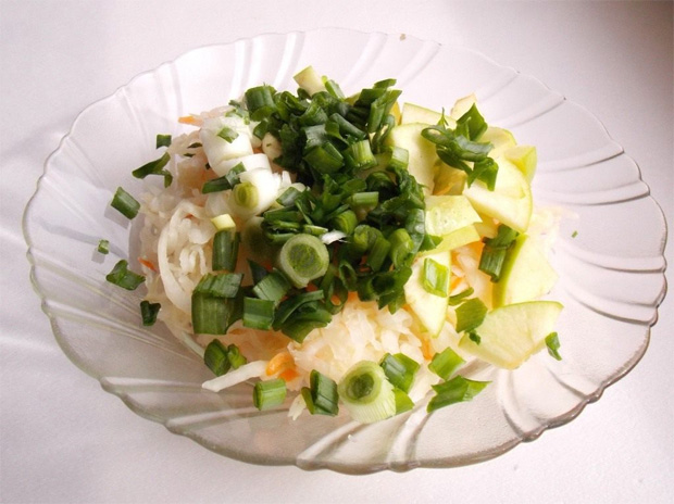 Салат из яблок и лука - простой рецепт для диабетиков